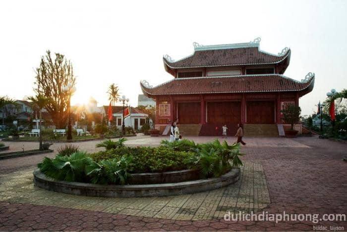 du lịch Đền thờ Bùi Thị Xuân
